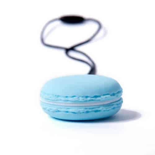 bijtketting macaron blauw zijkant
