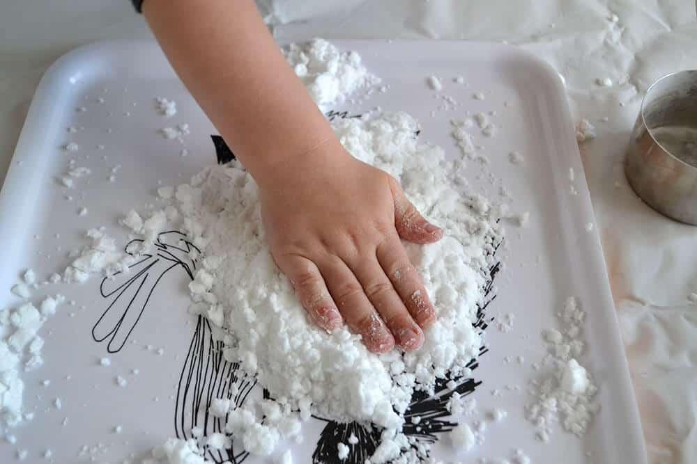sneeuwklei maken met 2 ingrediënten