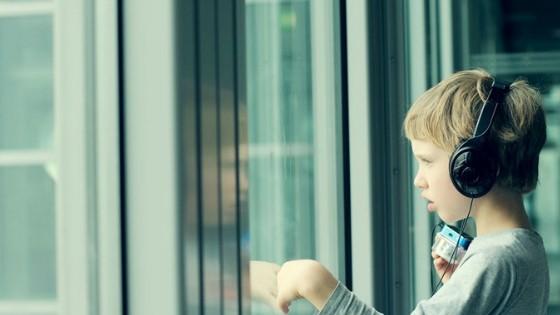 Stimmen; Stimming is zelfstimulatie bij autisme door het uitvoeren van herhaalde repetitieve handelingen; Tics bij autisme
